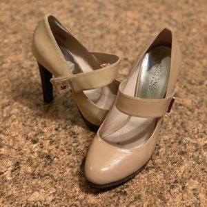 Michael Kors tan pleather heel